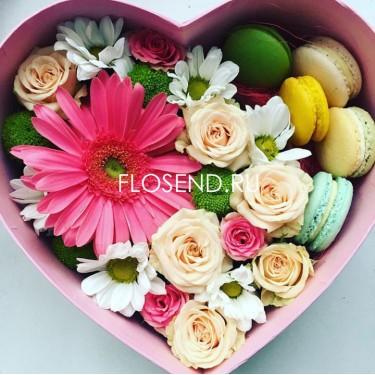 Цветы и макаронс в коробке № 185